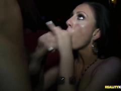 Смотреть откровенный порно танец на улице