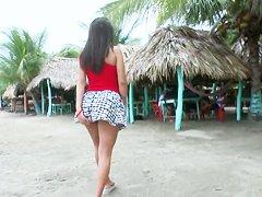 Мастурбация на пляже видео