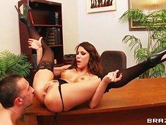 Секс в офисе видео онлайн
