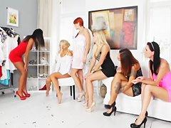 Видео секс толстушек группой