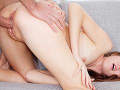 порно видео трахнул горничную