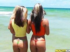 Попки на пляже
