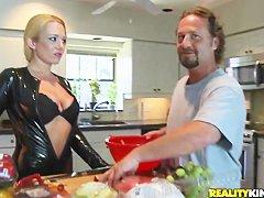 Смотреть порно жену на кухне