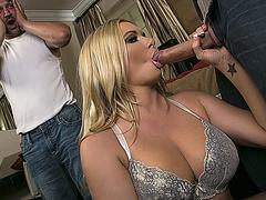 Порно пьяную жену толпой