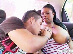 Секс в машине любительское видео