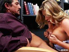 Порно со служанкой онлайн