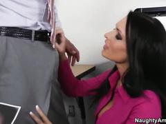 Секс в офисе на камеру