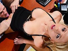 Порно начальница страпон