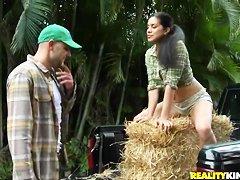 Секс видео домработница и хозяйкой