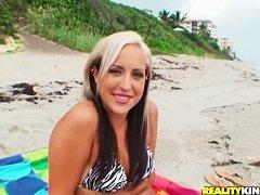 Секс пожилых нудистов на пляже