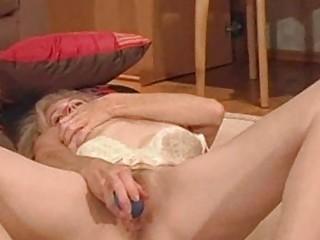 Мастурбация зрелых дам видео