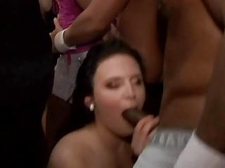 Секс в свингер клубе