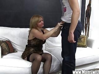 Зрелым кончают на лицо порно