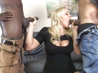 Чернокожая мамочка