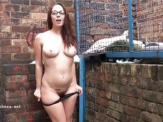 Публичное унижение женщин порно
