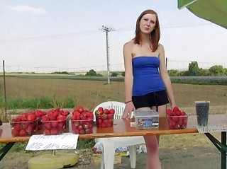 Порно на улице за деньги русских бесплатно