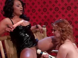 Порнос секс игрушками